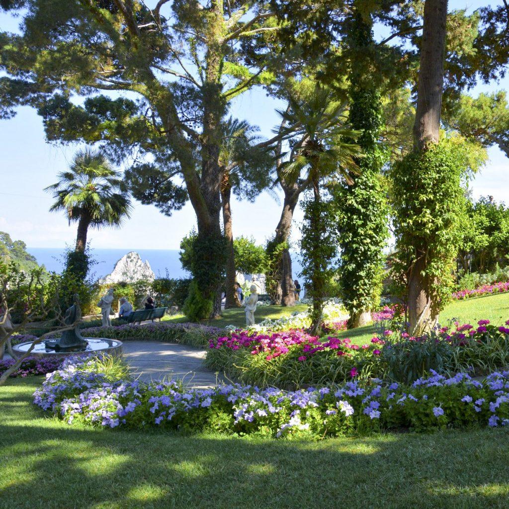 Elegant giardini di augusto e via krupp with foto di - Immagini di giardini fioriti ...